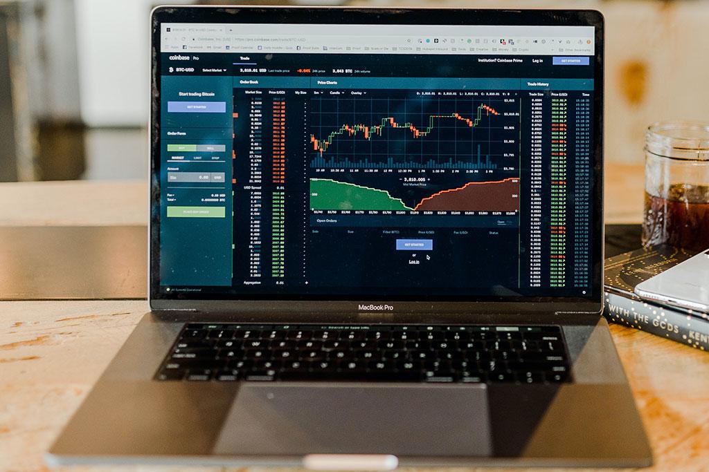 Akcie, dluhopisy